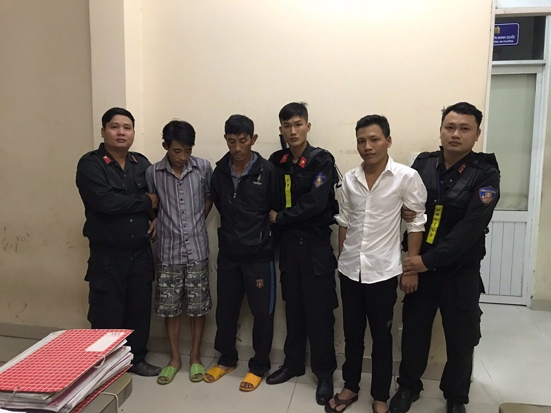Chạy xe 7 chỗ đi trộm chó bị bắt, nhóm thanh niên hối lộ công an 15 triệu