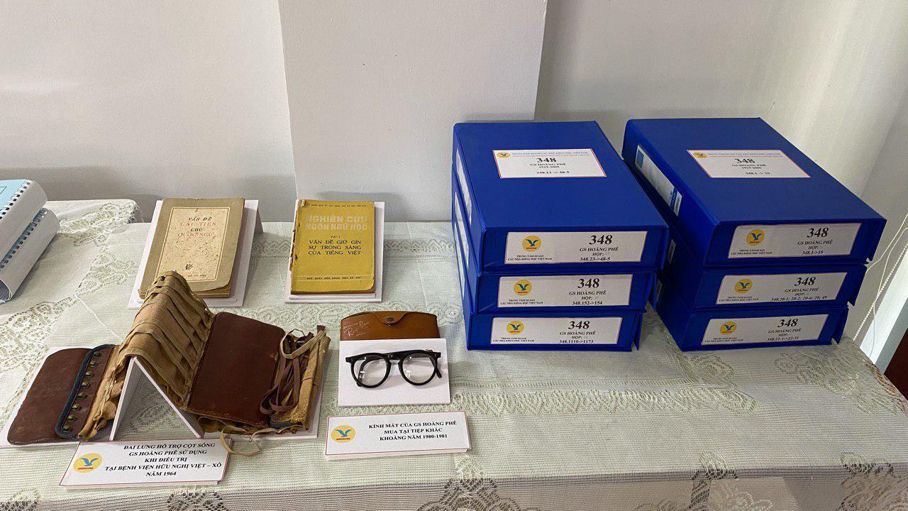 Tiếp nhận hơn 2000 kỷ vật, hiện vật của cố Giáo sư Hoàng Phê