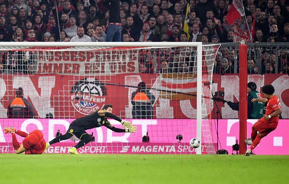 Lewandowski lập cú đúp, Bayern 'nghiền nát' Dortmund