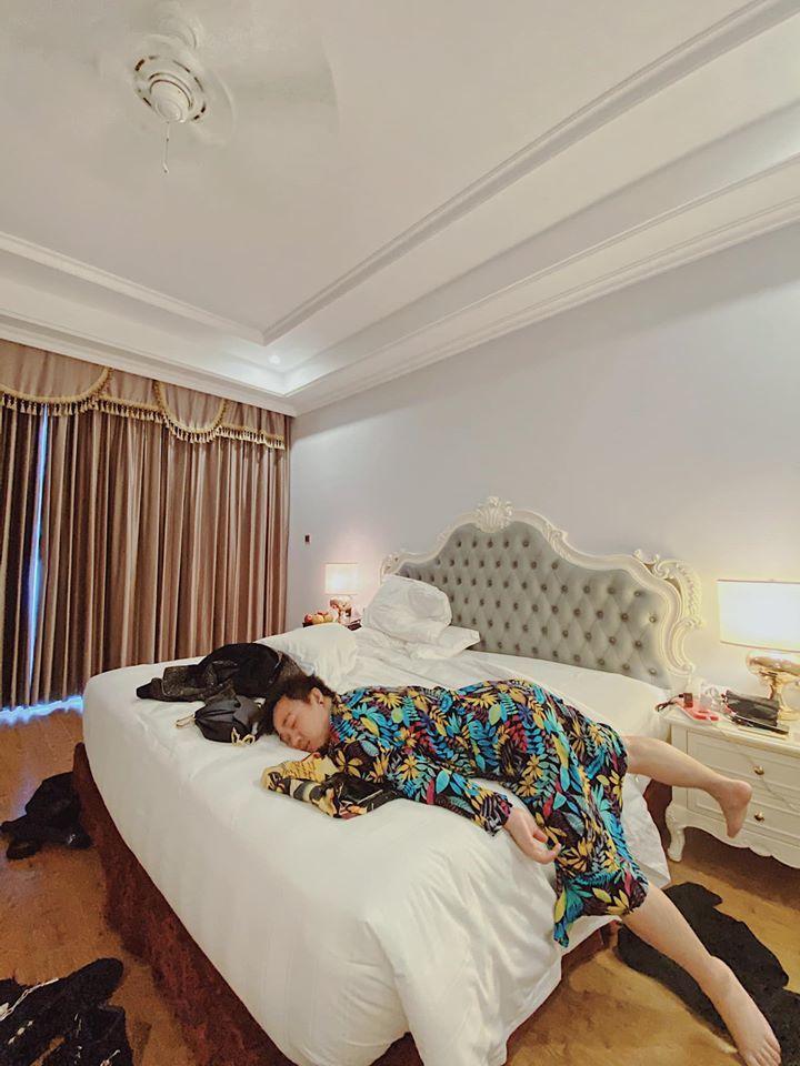 Đông Nhi, Ông Cao Thắng đi ăn sáng ở Phú Quốc sau đám cưới