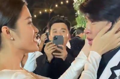 Noo Phước Thịnh ôm Đông Nhi khóc nức nở trong đám cưới
