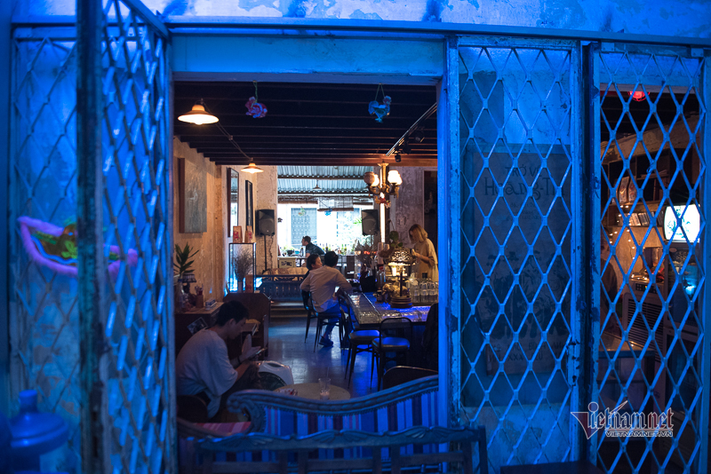 Chung cư trăm tuổi thu hút giới trẻ Sài Gòn nhờ loạt quán bar, cà phê