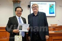 Czech-Vietnamese encyclopaedia wins Czech literature award