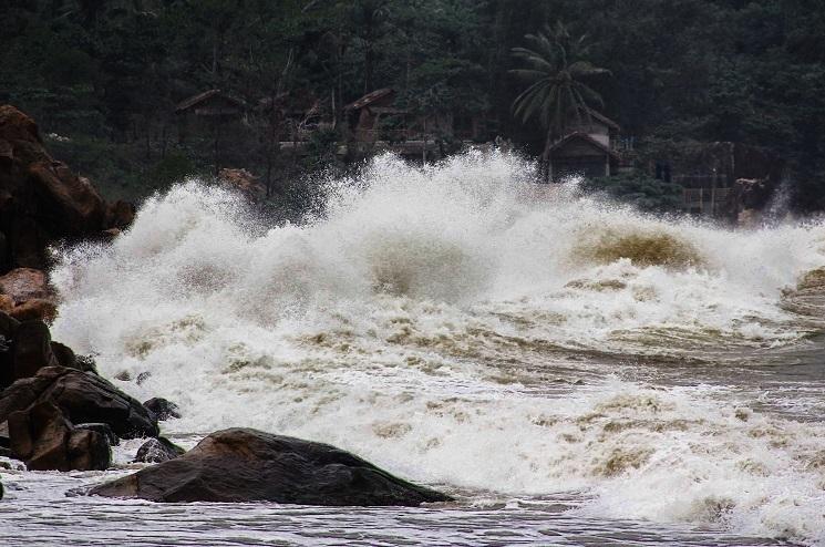 Bão số 6 áp sát Bình Định-Phú Yên-Khánh Hòa, bắt đầu mưa lớn