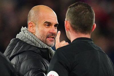 """Guardiola nổi điên vì Man City bị """"đánh cắp"""" 2 quả penalty"""