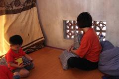 Vụ 39 người Việt tử vong trong xe container: Vợ trẻ mang bầu 7 tháng khóc cạn khô nước mắt chờ ngày đón thi thể chồng