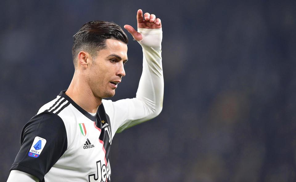 """Ronaldo """"bệnh ngôi sao"""", phản ứng bất ngờ khi bị thay ra"""