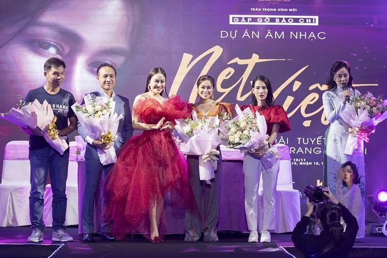Lê Âu Ngân Anh trình diễn catwalk sau thời gian rút lui khỏi showbiz