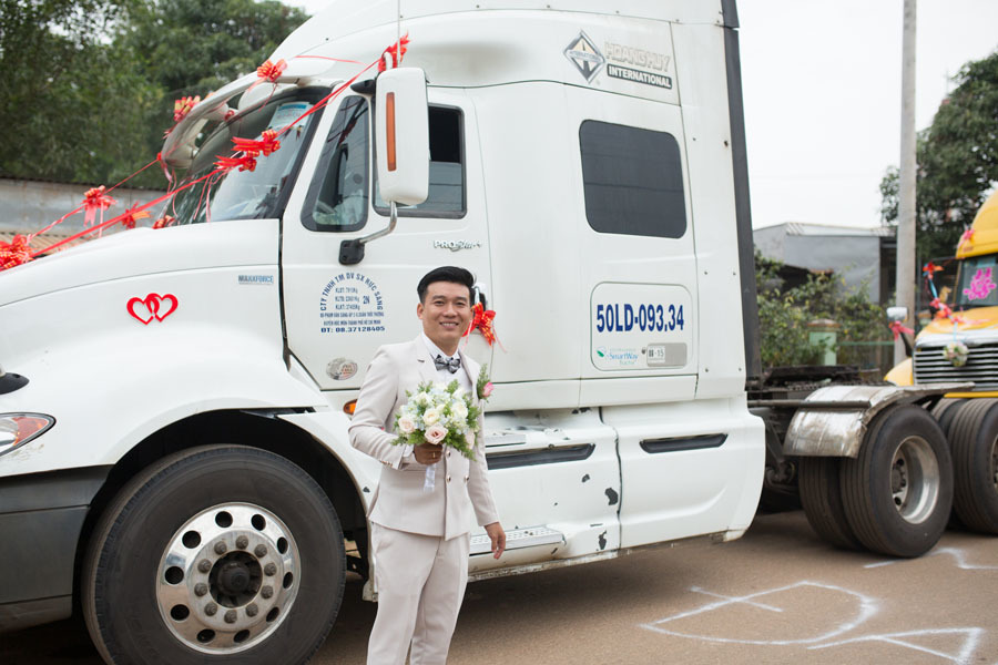 Chú rể Đồng Nai mang 6 container đi đón dâu khiến nhà gái bất ngờ - ảnh 3