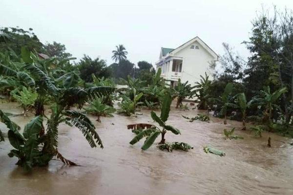 Trăm hộ dân ngập nước, dọa vỡ hồ chứa 700 nghìn m3 ở Đắk Lắk