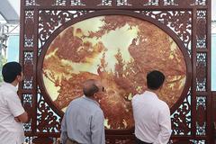 Bức tranh nặng cả tấn, giá vài tỷ khiến ai cũng 'choáng'