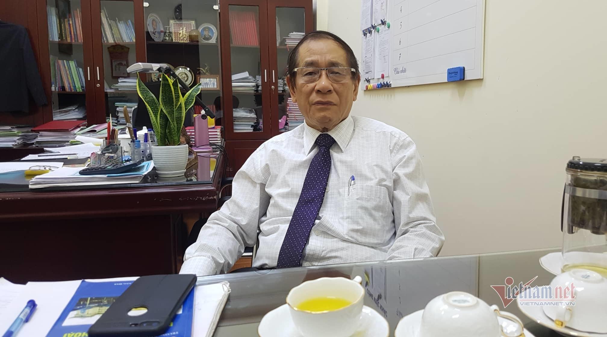 Sự cố giáo trình in 'đường lưỡi bò', trường có nữ giảng viên Trung Quốc