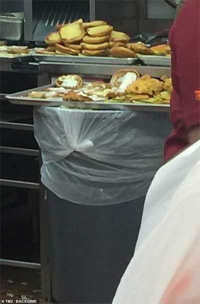 Cảnh kinh dị tại nhà hàng bán đồ ăn nhanh