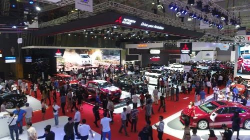 Vietnam's auto market filled with gloom despite falling prices