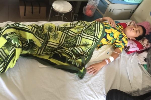 Goá chồng lúc mang thai 6 tháng, người phụ nữ xin ăn khắp bệnh viện nuôi con ung thư não
