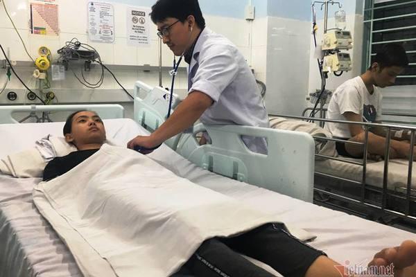 Cứu sống bé 12 tuổi suýt ngừng thở vì xe cấp cứu bị tắc đường