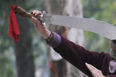 Người phụ nữ ở Lào Cai 'múa dao' khiến 1 người chết, gây tranh cãi