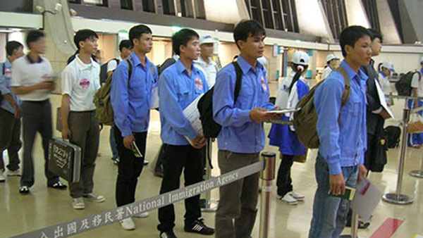 Illegal Vietnamese migrants,work permits,contracts end,Vietnamese guest workers,return home