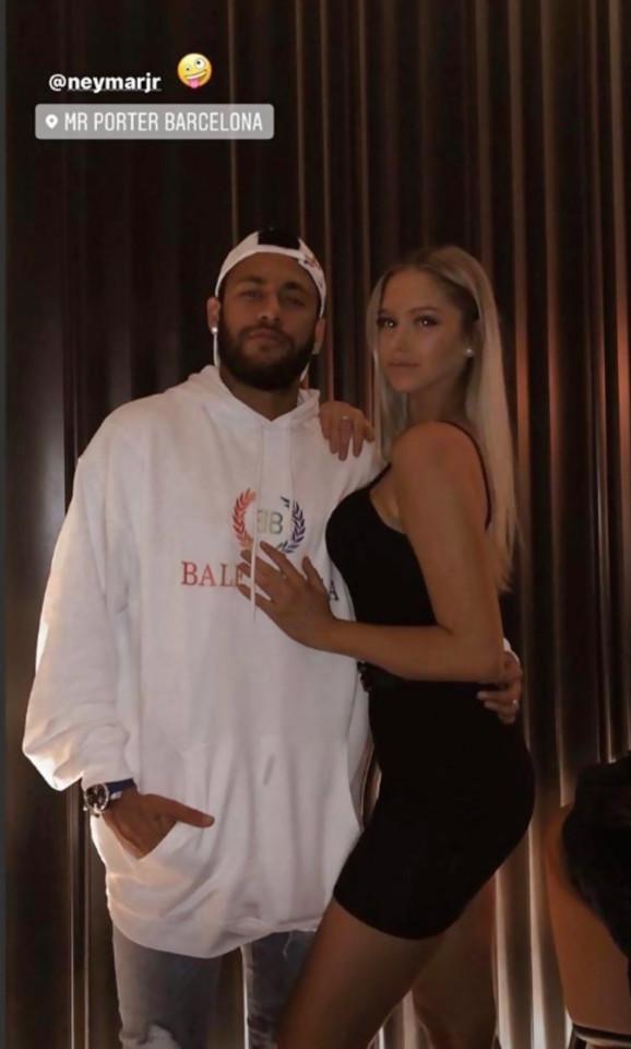 Neymar trốn đi tiệc tùng, khoe bạn gái mới xinh đẹp