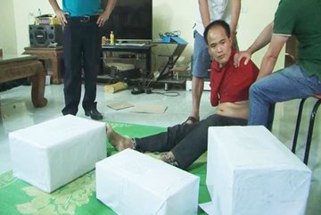 Two detained for trafficking 77kgs of drugs into Vietnam