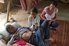 Cả gia đình 3 người bị ung thư, hai vợ chồng chỉ mong con gái được cứu sống