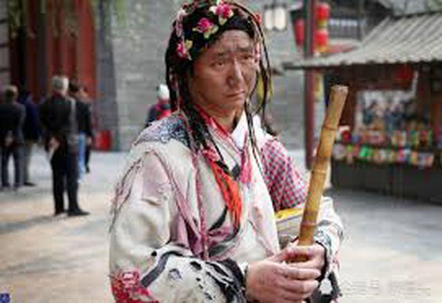 Làm ăn xin suốt 8 năm, chàng trai mua nhà thành phố, lấy vợ đẹp Dong-gia-an-xin-suot-8-nam-1