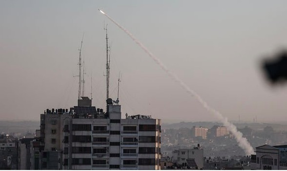 Hàng trăm quả rocket lao tới tấp về Israel