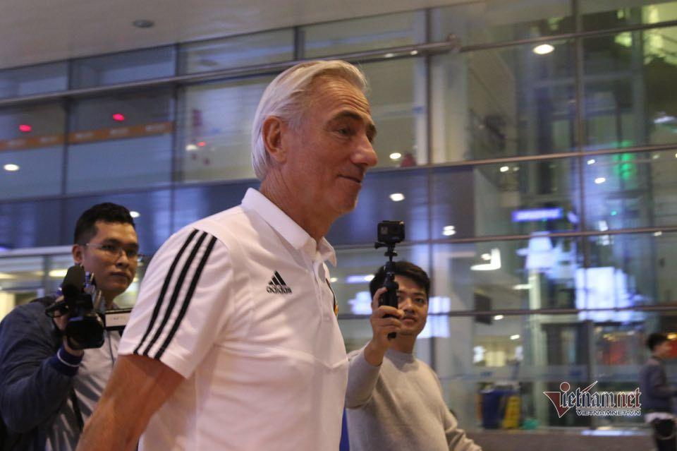 UAE đổ bộ tới Hà Nội lúc nửa đêm chờ đấu tuyển Việt Nam