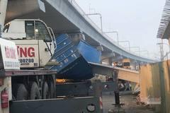 Cầu bộ hành bị sập ở Sài Gòn, bất ngờ chiều cao xe container