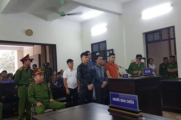 Khá 'bảnh' được áp giải tới tòa, xuất hiện nhân vật tên Vỹ