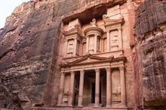 Thành phố khổng lồ trong lòng núi đá của người cổ đại