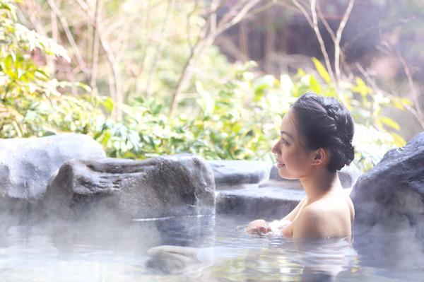 Tắm khoáng nóng khiến người ta khỏe đến mức nào?