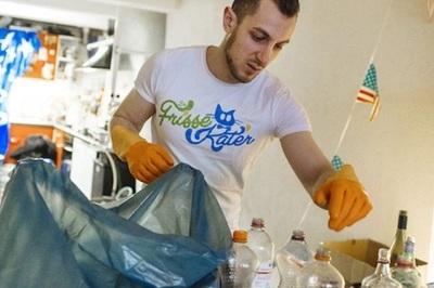 Thạc sĩ làm nghề dọn vệ sinh, kiếm trăm triệu/ngày