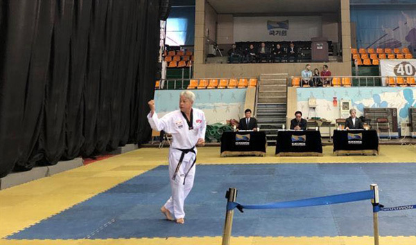 First Vietnamese earns taekwondo's highest black belt dan