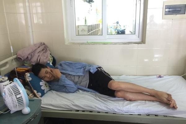 Người phụ nữ bị bệnh thận nặng từ chối điều trị để dành tiền cho con chữa ung thư