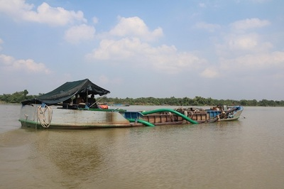 Bộ Công an vây bắt 'cát tặc' ở Bến Tre