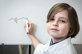 Cậu bé 9 tuổi trở thành người trẻ nhất trên thế giới tốt nghiệp đại học