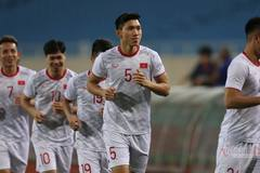 """Công Phượng, Văn Hậu cười tươi rói, luyện """"tuyệt chiêu"""" chờ đấu UAE"""