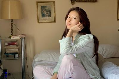 Suzy gây sốt với mặt mộc và pyjama đơn giản