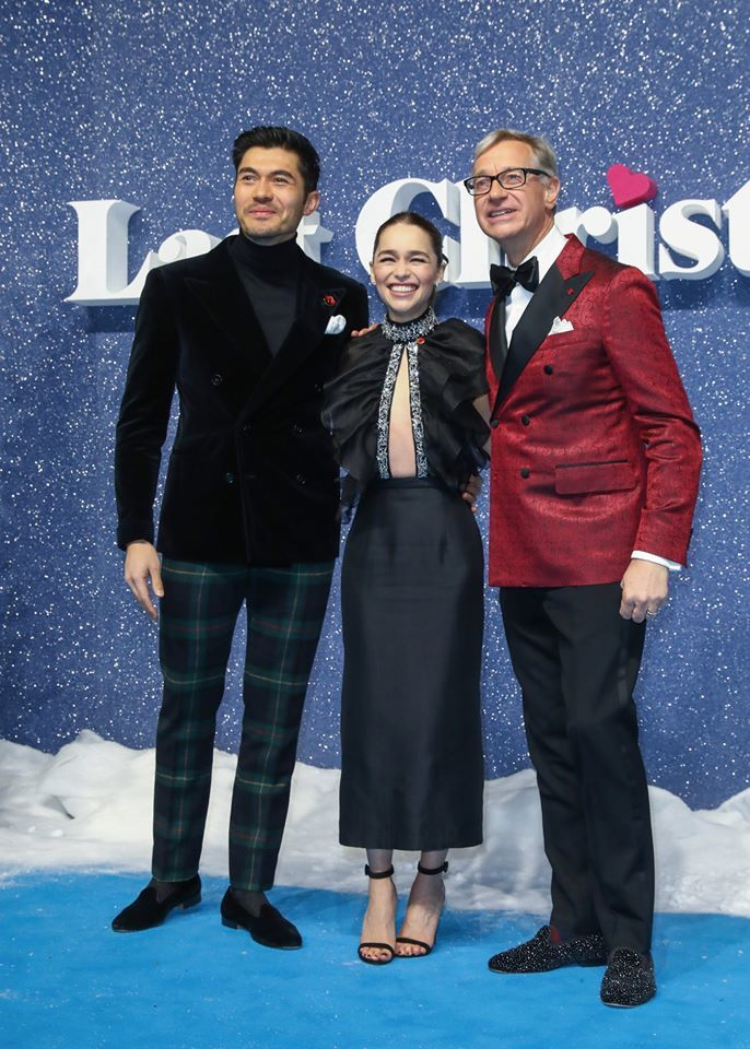 'Mẹ rồng' Emilia Clarke mặc đầm hở ngực không nội y ra mắt phim 'Last Christmas'