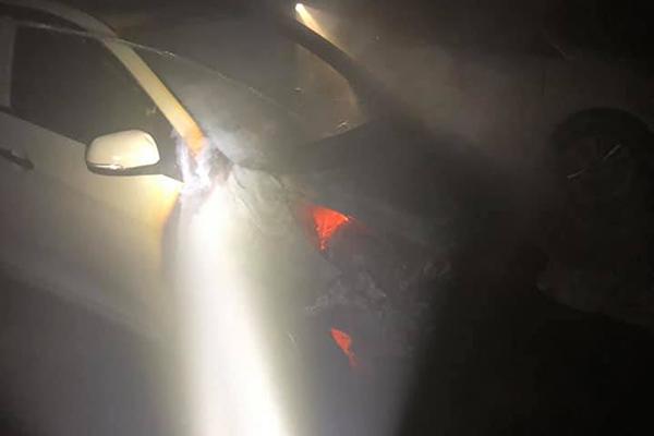 Cháy ô tô trong hầm chung cư ở Nghệ An, dân tháo chạy trong đêm