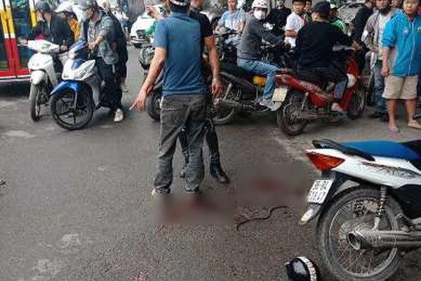 Người phụ nữ bị chém nguy kịch giữa phố Hà Nội