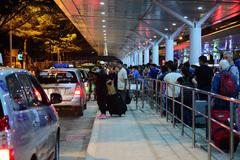 Miễn phí 10-15 phút cho phương tiện vào sân bay