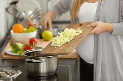 4 sai lầm khi dùng bếp điện nấu ăn, thổi tiền điện tăng gấp đôi