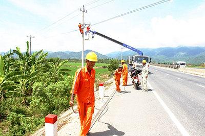 Cải tạo lưới điện, góp xây dựng nông thôn mới