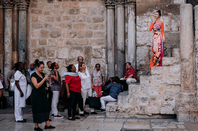 Thanh Mai diện áo dài dạo chơi ở Jerusalem