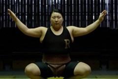 Bị coi là 'dơ bẩn', nữ võ sĩ sumo số 1 Nhật Bản chật vật với sự nghiệp