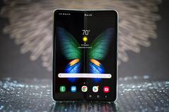 Điện thoại màn hình gập Galaxy Fold lại cháy hàng tại TQ
