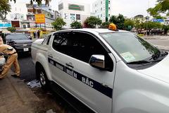 Ô tô dán chữ 'an ninh miền Bắc' lùi xe ngược chiều trên đường ở Cần Thơ