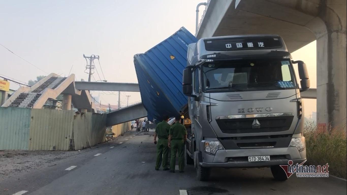 Sai khó tin, cầu bộ hành sập ở Sài Gòn bị di chuyển cách vị trí cũ gần 14m